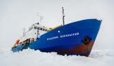 Helicopter arrives at ice-bound Antarctic ship, rescue operation starts